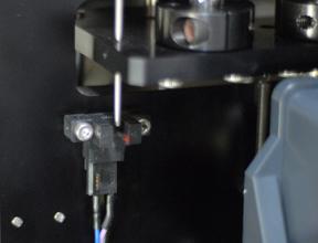 ボールプランジャに精密スイッチを内蔵し、装置の小型化を実現