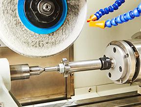 CNC研削盤の砥石の加工原点を、非接触で安定検出