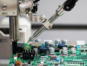 卓上ロボットのZ軸の熱変位を、ミクロン単位で補正